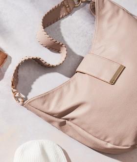 Curve-Shoulder-Bag on sale